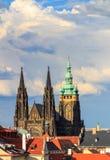Berömd St Vitus Cathedral Prague, Tjeckien solig afton Arkivfoton