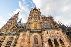 Berömd St Vitus Cathedral Prague, Tjeckien solig afton Arkivbilder