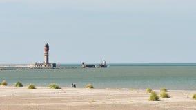 Berömd strand och lightouse i Dunkirk stock video