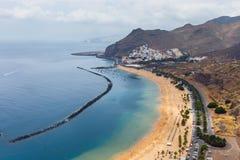 Berömd strand Playa de las Teresitas, Tenerife Royaltyfri Fotografi