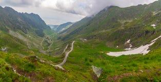 Berömd Transfagarasan väg i Fagaras berg arkivfoto