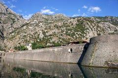 Berömd turist- destination Montenegro för Kotor fästning Arkivbilder