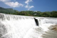 Berömd turist- scenisk fläck Chongqing East Hot Spring Waterfall för kines royaltyfri foto