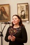 Berömd ukrainsk folk sångare Nina Matvienko som utför på konstutställningöppningen i folkkonstmuseum, Kyiv, 01 03 2013 Arkivbild
