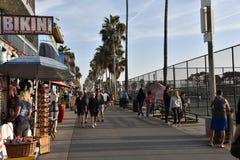 Berömd Venice Beach strandpromenad royaltyfri foto