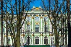 Berömd vinterslott i St Petersburg Arkivbilder