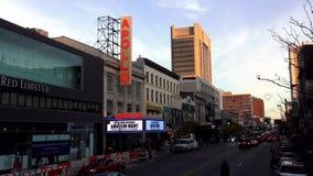 Berömda Apollo Theatre i Harlem New York USA cityscapes stock video