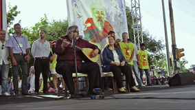 Berömda folk sångare Arif Sag och Sabahat Akkiraz som sjunger på Alevi folkmöte lager videofilmer