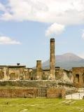 Berömda forntida kolonner fördärvar Arkivbild