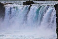 Berömda godafoss är en av de mest härliga vattenfallen på Iet royaltyfria bilder