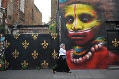 Berömda grafitti av Dale Grimshaw av östliga London, England Arkivbilder