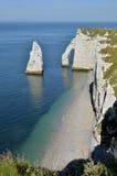 Berömda klippor av Etretat i Frankrike Arkivfoton