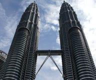 berömda Kuala Lumpur petronas torn kopplar samman royaltyfri fotografi