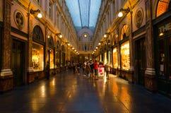 Berömda kungliga gallerier av helgonet Hubert, aftonsikt, Bryssel, Belgien arkivbild