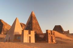 berömda meroepyramider royaltyfria foton