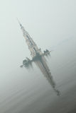 Berömda och härliga översvämmade Belltower på floden Volga på en regnig molnig höstdag Kalyazin Ryssland Arkivfoton