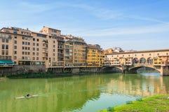 Berömda Ponte Vecchio och horisont i Florence, Tuscany Royaltyfri Fotografi