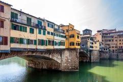 Berömda Ponte Vecchio och horisont i Florence, Tuscany Royaltyfri Foto