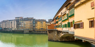Berömda Ponte Vecchio och horisont i Florence, Tuscany Royaltyfria Bilder