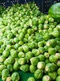 Berömda söndag Hollywood bönder marknadsför ställningen som säljer Brussel - groddar Royaltyfria Bilder