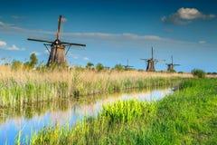 Berömda träväderkvarnar i det Kinderdijk museet, Nederländerna, Europa Fotografering för Bildbyråer