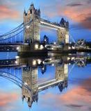 berömdt london för bro torn uk Arkivbild