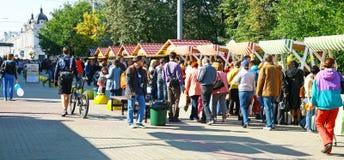 BerömfestivalRozhdestvenskaya gata Royaltyfria Foton