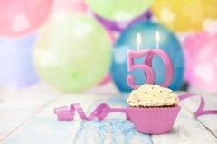 berömmuffin för 50 årsdag med stearinljuset Royaltyfria Foton