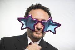 Berömt, affärsman med achieveren den stjärnor för exponeringsglas galen och rolig, arkivfoto