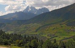 Berömt berg Ushba Arkivfoton