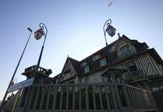 Berömt hotell för fem stjärna - hotell för Le Normandie En traditionell arkitektur av byggnaden Deauville Calvados avdelning av N Arkivfoton