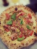 Berömt & x22; Italienare Pizza& x22; royaltyfri foto