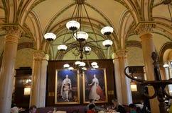 Berömt kaffehus och bakelse i Wien Fotografering för Bildbyråer