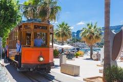 Berömt retro drev för turister som går från Palma de Mallorca till Soller, Spanien arkivbild
