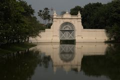 berömt ställe i Thailand ( Bangpain slott royaltyfri bild