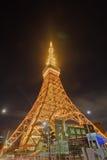 Berömt Tokyo torn som glöder i ljusa ljus i Tokyo, Japan Royaltyfria Foton