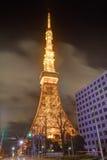 Berömt Tokyo torn som glöder i ljusa ljus i Tokyo, Japan Arkivbild