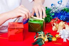 Berömtema med jul & gåvor för nytt år Arkivbild