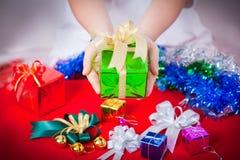Berömtema med jul & gåvor för nytt år Fotografering för Bildbyråer