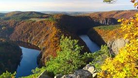 Berühmt die Mai-Ansicht über die Moldau-Fluss stock footage