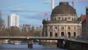 Berühmt prophezeien Sie Museum auf der Museumsinsel in Berlin, Deutschland stock video