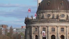 Berühmt prophezeien Sie Museum auf der Museumsinsel in Berlin, Deutschland, Pan Shot stock video footage