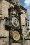Berühmte astronomische Borduhr in Prag (Prag Orloj) Stockfotografie