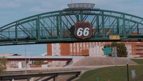Berühmte Brücke über Route 66 in Tulsa - USA 2017 stock footage