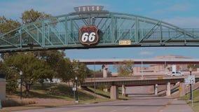 Berühmte Brücke über Route 66 in Tulsa - USA 2017 stock video footage