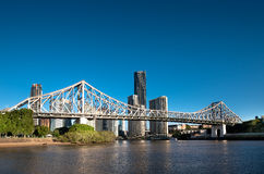 Berühmte Geschichten-Brücken- u. Flussufergebäude in Brisbane Stockfotos