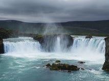 Berühmte godafoss ist einer der schönsten Wasserfälle auf dem i lizenzfreie stockfotografie
