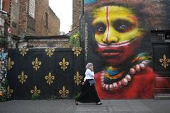 Berühmte Graffiti durch Dale Grimshaw von Ost-London, England Stockbilder