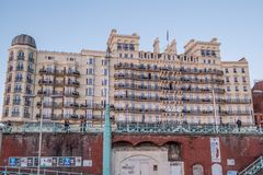 Berühmte Grand Hotel in Brighton Seafront - BRIGHTON, VEREINIGTES KÖNIGREICH - 27. FEBRUAR 2019 stockbilder