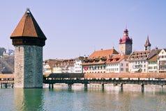 Berühmte Holzbrücke in der Luzerne Stockfotos